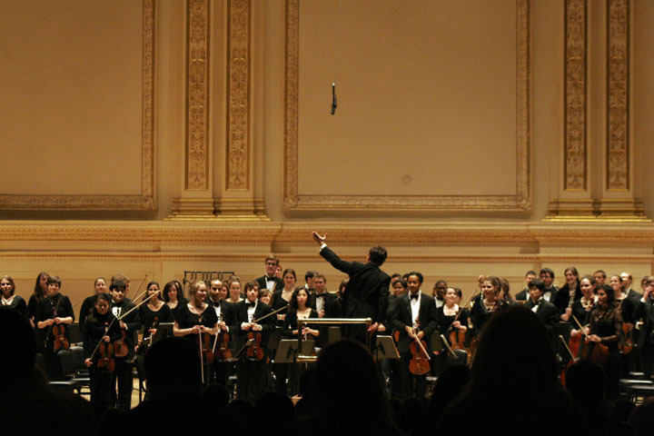Keith Lockhart, a Carnegie Mellon alumnus, conducted the Carnegie Mellon Philharmonic Orchestra to a packed house at Carnegie Hall in New York City. (credit: Courtesy of Leigh Davis)