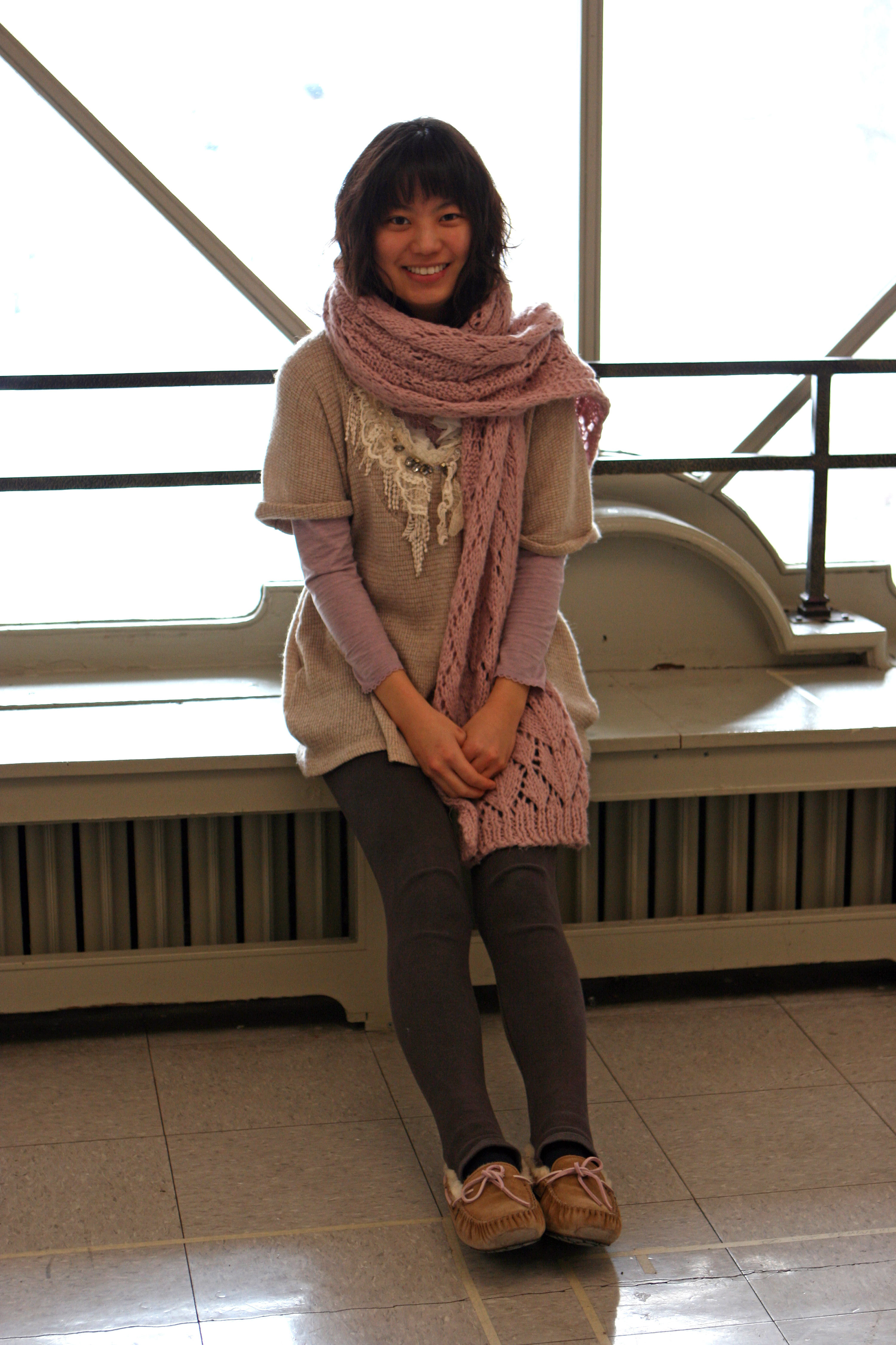 Jiwon Hur looks stylish by pairing together a trendy sweater with an oversized scarf. 
