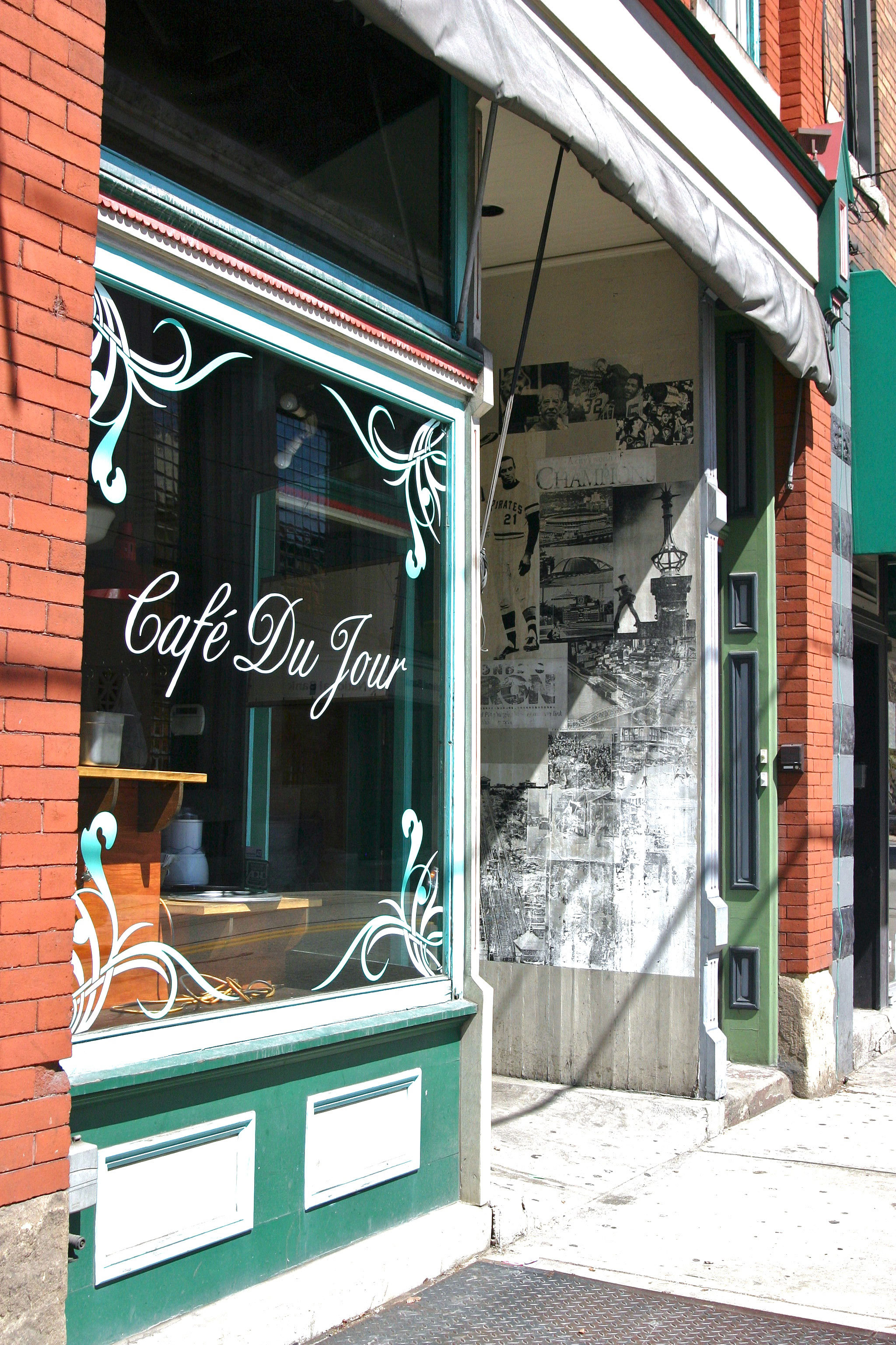 Café Du Jour is situated on East Carson Street, a short bus ride away from campus. (credit: Hannah Rosen | Photo Staff)