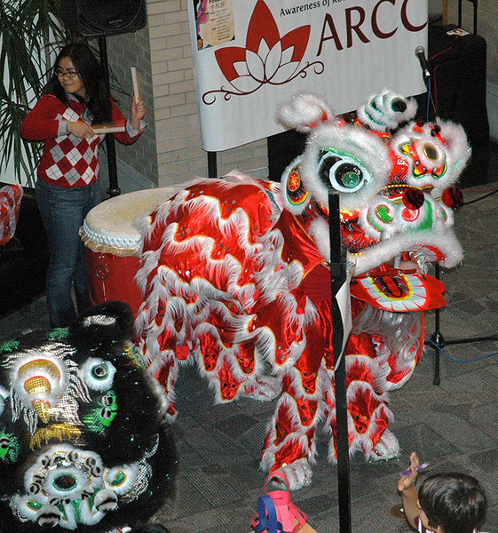 Chinese students perform the lion dance at Kirr Commons. (credit: Michael Kahn)