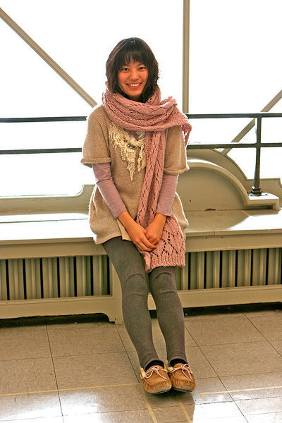Jiwon Hur sports a chunky scarf that is warm and stylish. (credit: Eddie Wong)