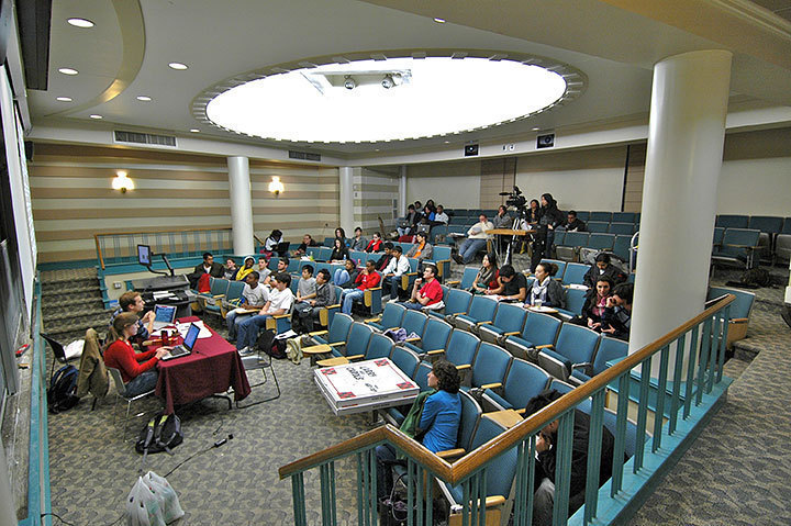 "In a unanimous vote taken Thursday, Student Senate passed a preliminary resolution against the ""fair share tax."" The Pittsburgh Council on Higher Education also chose to oppose the tax last Thursday. (credit: Michael Kahn/Copy Manager)"