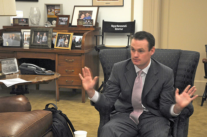 At a meeting with Pittsburgh students, Ravenstahl addresses questions concerning the legality of taxing tuition. (credit: Courtney Wittekind/Assistant News Editor)