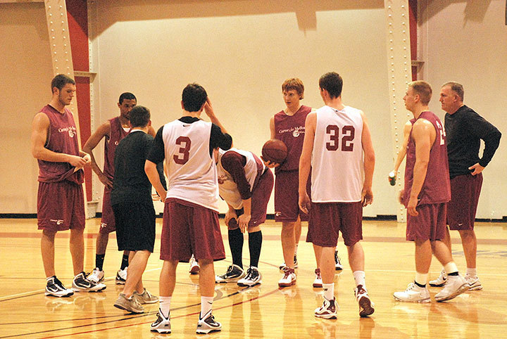 The Carnegie Mellon men's basketball team halts during practice to take a break. Despite several close games, the Tartans stand at 4–9 for the season and 0–3 in UAA competition.