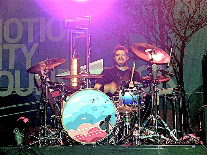 Motion City Soundtrack drummer Tony Thaxton keeps the beat alive on stage. (credit: Courtesy of  ZOMG_anna_lol on flickr)