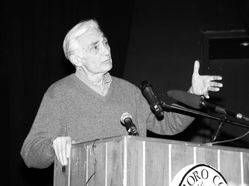 Howard Zinn speaking at Marlboro College on Feb. 17, 2004. (credit: Courtesy of Redjar)