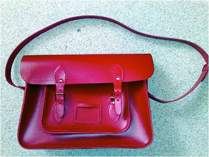 Satchel bags will hold everything you need without being bulky like a larger purse. (credit: Courtesy of Creative Commons)