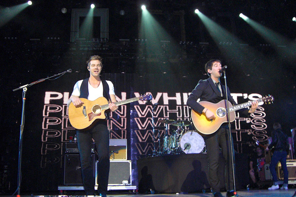 """The Plain White T's perform during its """"Wonders of the Younger"""" tour. The tour promotes the five-member band's latest album of the same time. (credit: Courtesy of Xiaoyin Li)"""