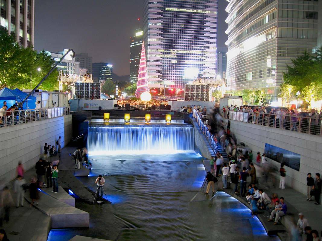 Locals gather around Seoul's Cheong Gye Cheon River to celebrate the first anniversary of the city's restoration of the freshwater stream. (credit: Courtesy of justinadams on Flickr)
