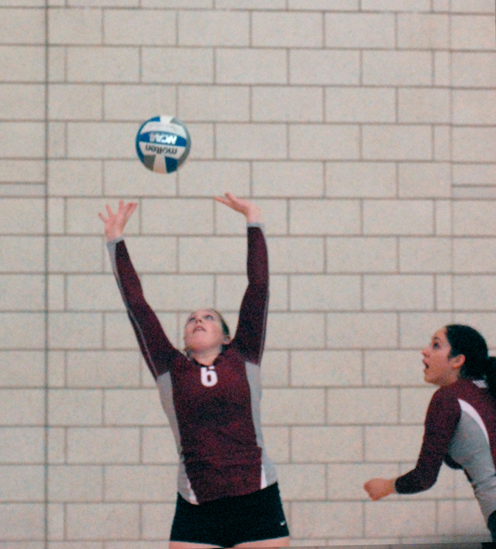 Junior setter Emily Wright (No. 6) picked up 22 assists and eight digs at the Carnegie Mellon Invitational. (credit: Kate Groschner/Staff Photographer)