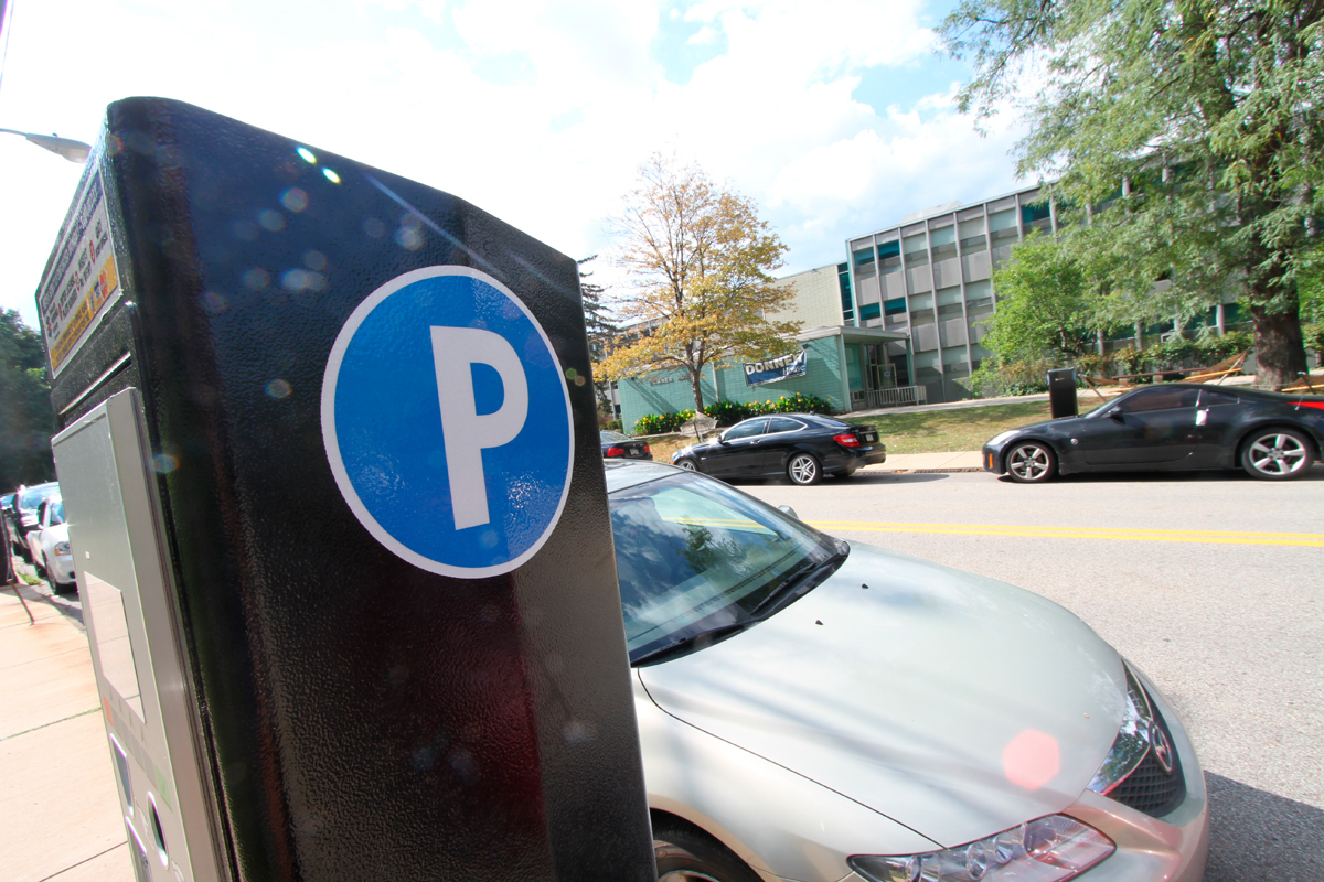 Parking on Margaret Morrison Street, which was previously free, now costs $2 per hour between 8 a.m. and 6 p.m. on weekdays and Saturdays, with a 10-hour limit. Parking remains free and unlimited on Sundays. (credit: Jonathan Carreon/Photo Editor)