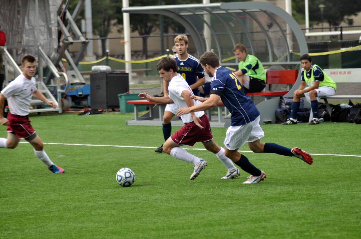 The Carnegie Mellon men's soccer team bounced back this week after falling behind 2–0 in this game against the University of Chicago Maroons. (credit: Greg Hanneman/Senior Staff)