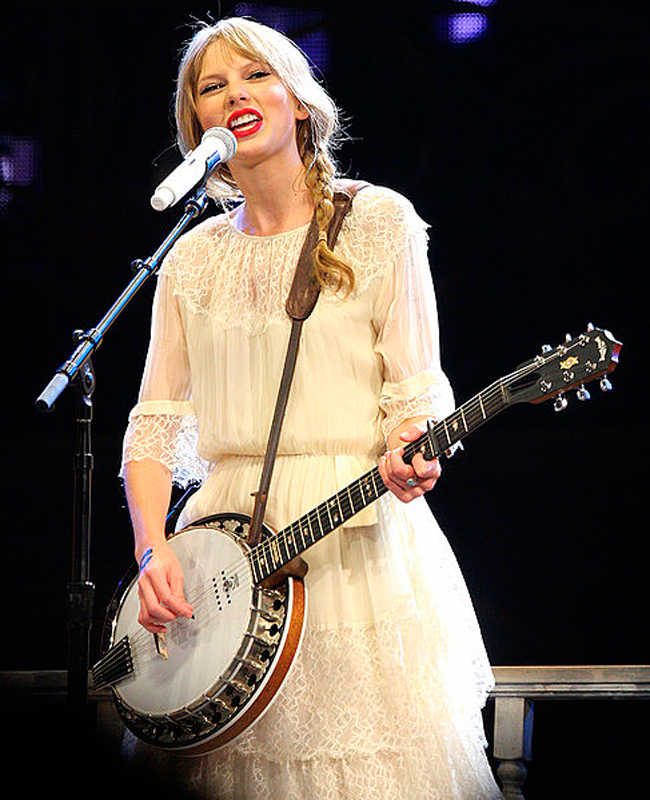 Taylor Swift's new album, Red, shows her evolution from country musician to pop singer. (credit: Courtesy of Eva Rinaldi via Flickr)