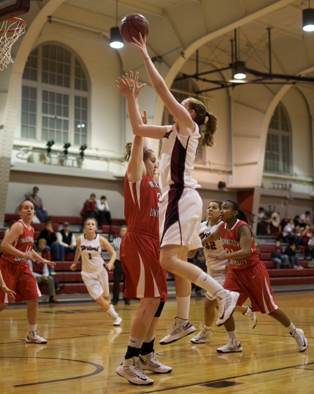 Senior forward Emily Peel goes in for a layup in Friday's game against Washington University in St. Louis. (credit: Jonathan Leung/Assistant Photo Editor)