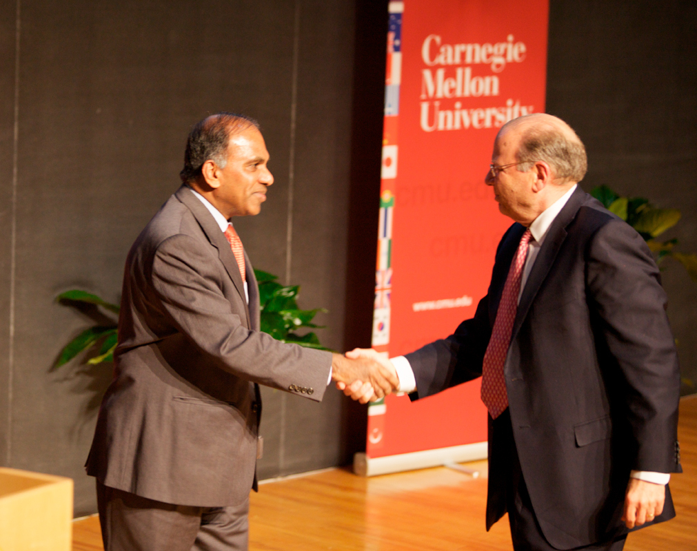 President Jared Cohon (right) welcomed NSF Director and incoming Carnegie Mellon President Subra Suresh (left) to campus last Thursday.  (credit: Jonathan Leung/Assistant Photo Editor)