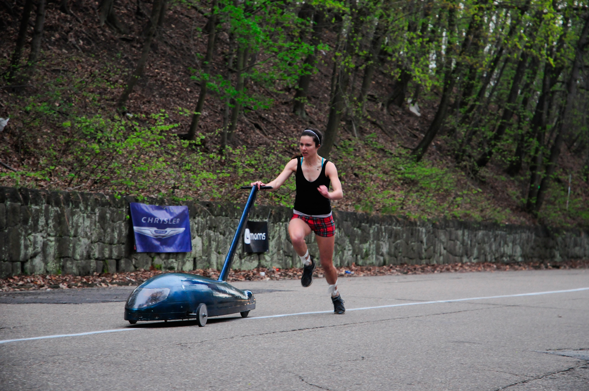 A SigEp pusher runs toward the finish line. (credit: Jennifer Coloma/Publisher)