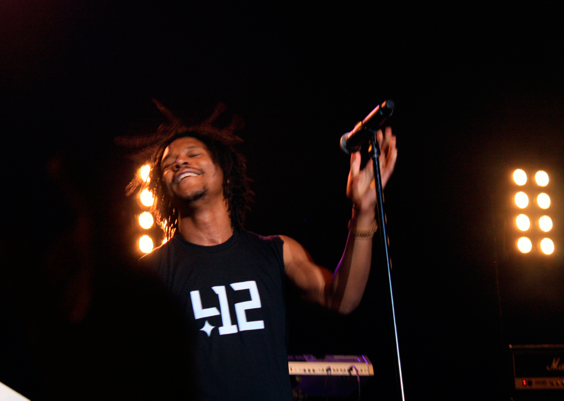 Lupe Fiasco was an energetic performer, tossing his hair and making eye contact with students as he sang. (credit: Kelsey Scott/Operations Manager)
