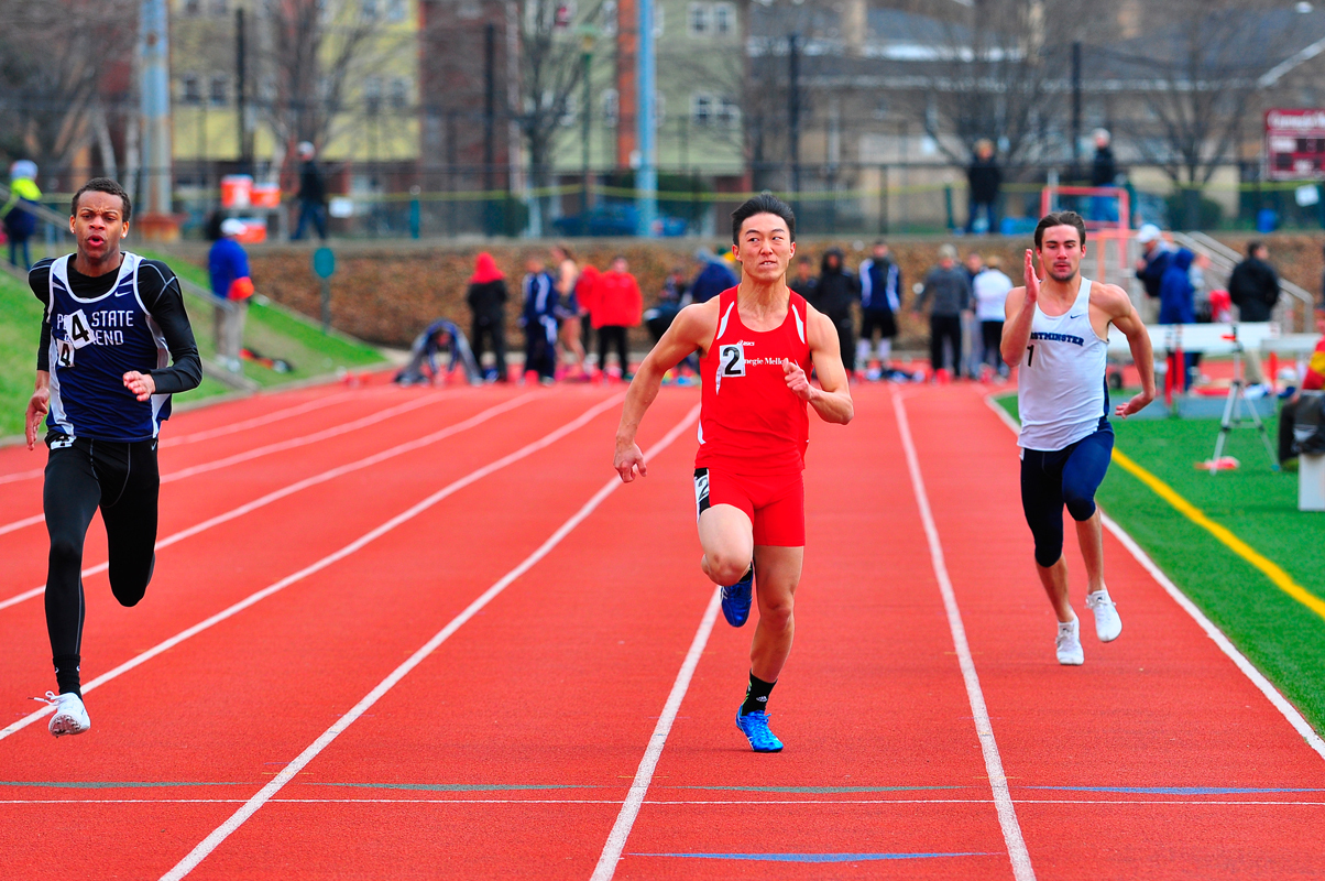 First-year Andrew Chang sprints toward the finish line. (credit: Jason  Chen/)