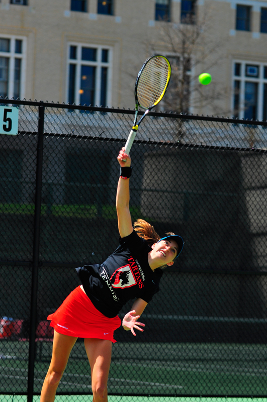 Junior Angela Pratt had strong performances this weekend, resulting in two significant victories against Duquesne University and Kenyon College. (credit: Jason  Chen/)