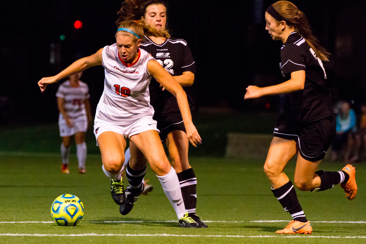 Sophomore forward Megan Bartoshuk drives down the field to score against the Presidents.  (credit: Kevin Zheng/)