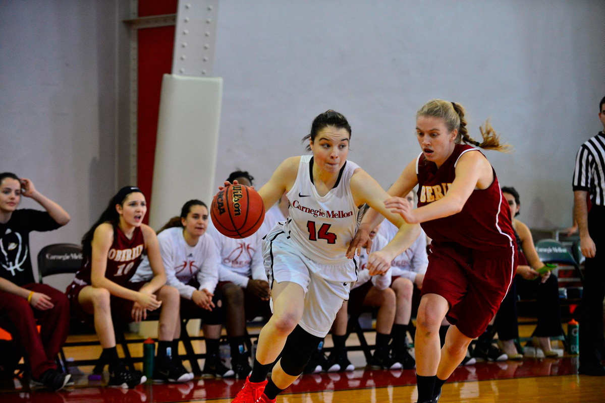 Junior guard Jackie Hudepohl drives around a pursuing defender. (credit: Brandon Hong/)