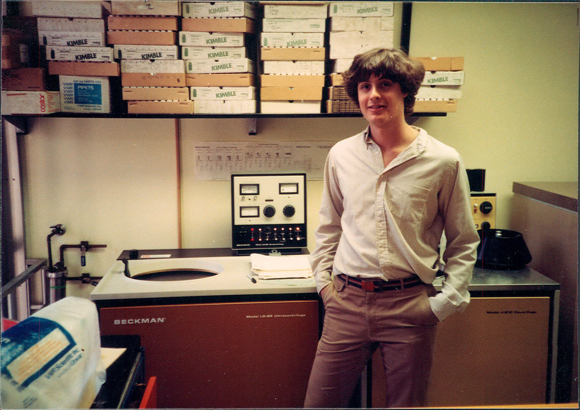 Rothberg at the Mellon Institute in 1984, his first sequencing at CMU. (credit: Jonathan Rothberg)