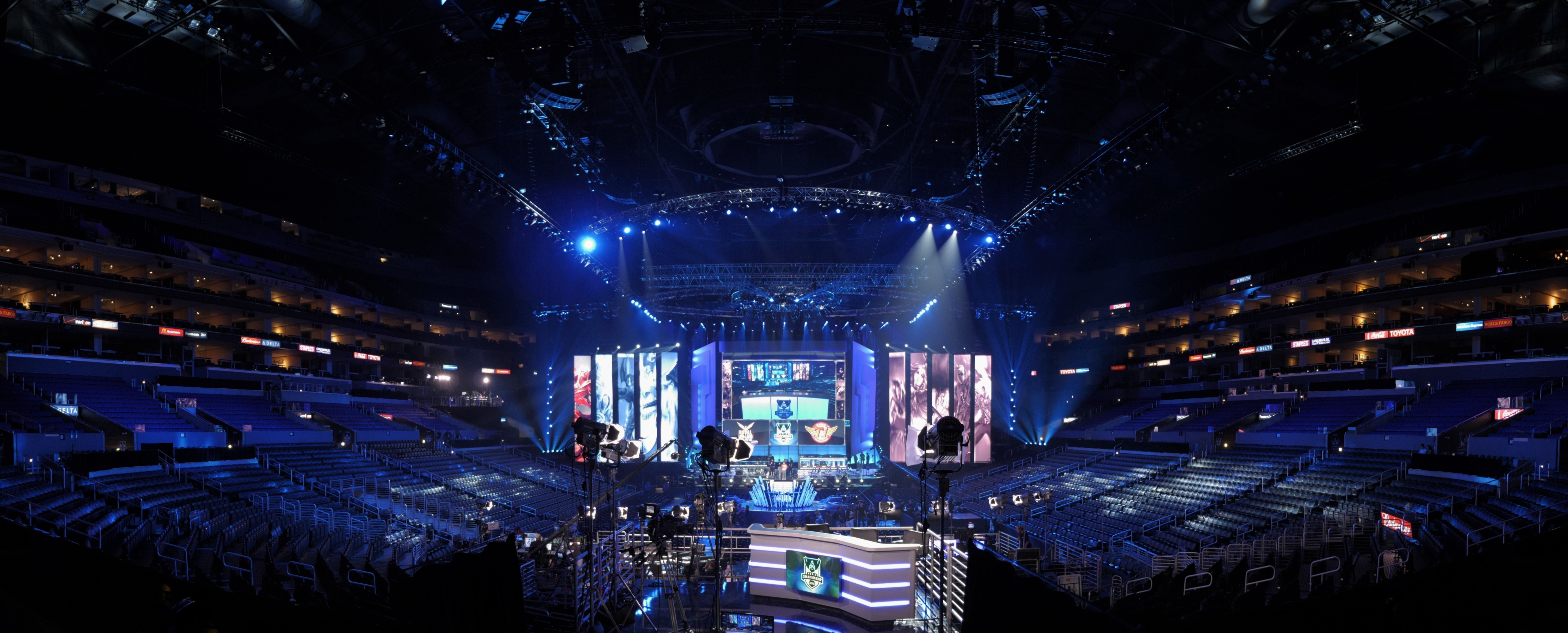 The season three League of Legends World Championship Grand final was held at the Staples Center in downtown Los Angeles on Oct. 4, 2013. (credit: Courtesy of artubr via Flickr Creative Commons)