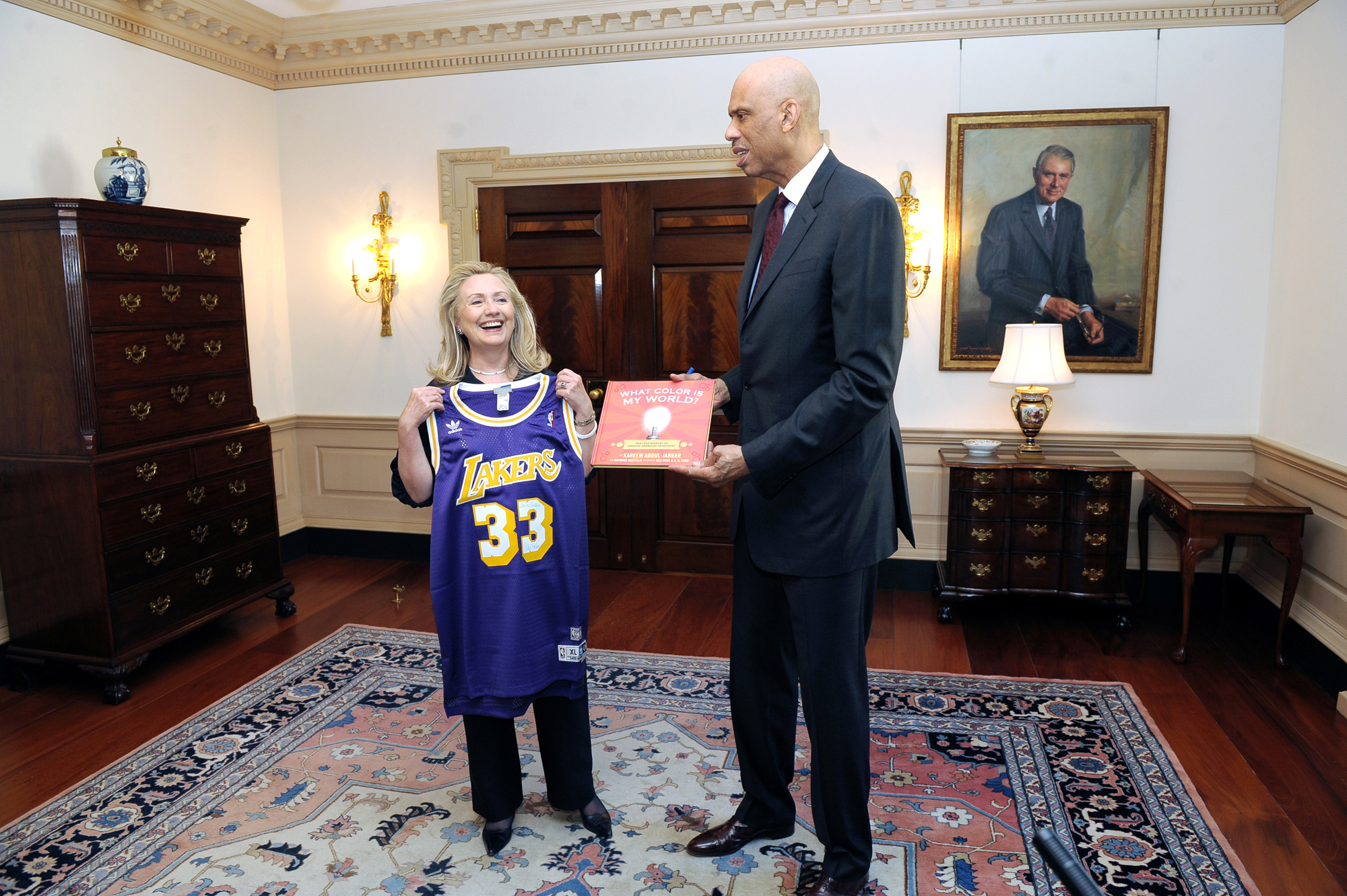 Retired NBA legend Kareem Abdul-Jabbar presents Hillary Clinton with a game jersey bearing his former number. (credit: Courtesy of the Department of State Via Wikimedia Commons)