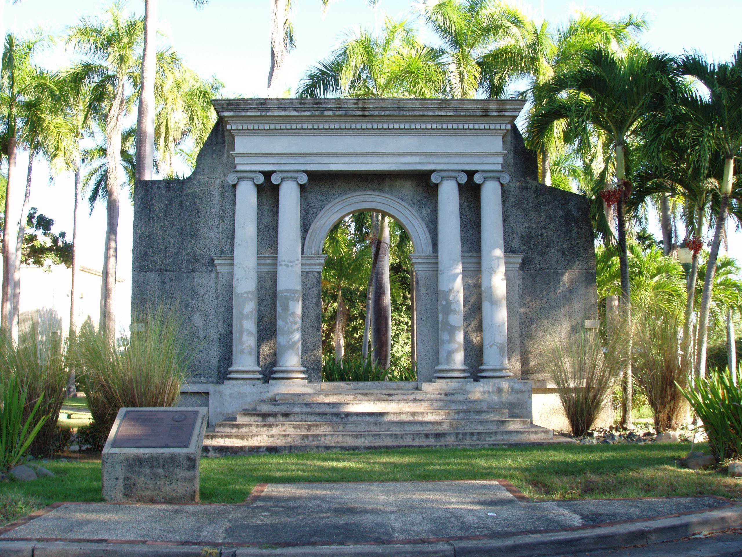The portico at University of Puerto Rico at Mayaguez campus, pictured here before Hurricane Maria caused infrastructural damage. (credit: UPR_RUM via Flickr Wikimedia Commons)