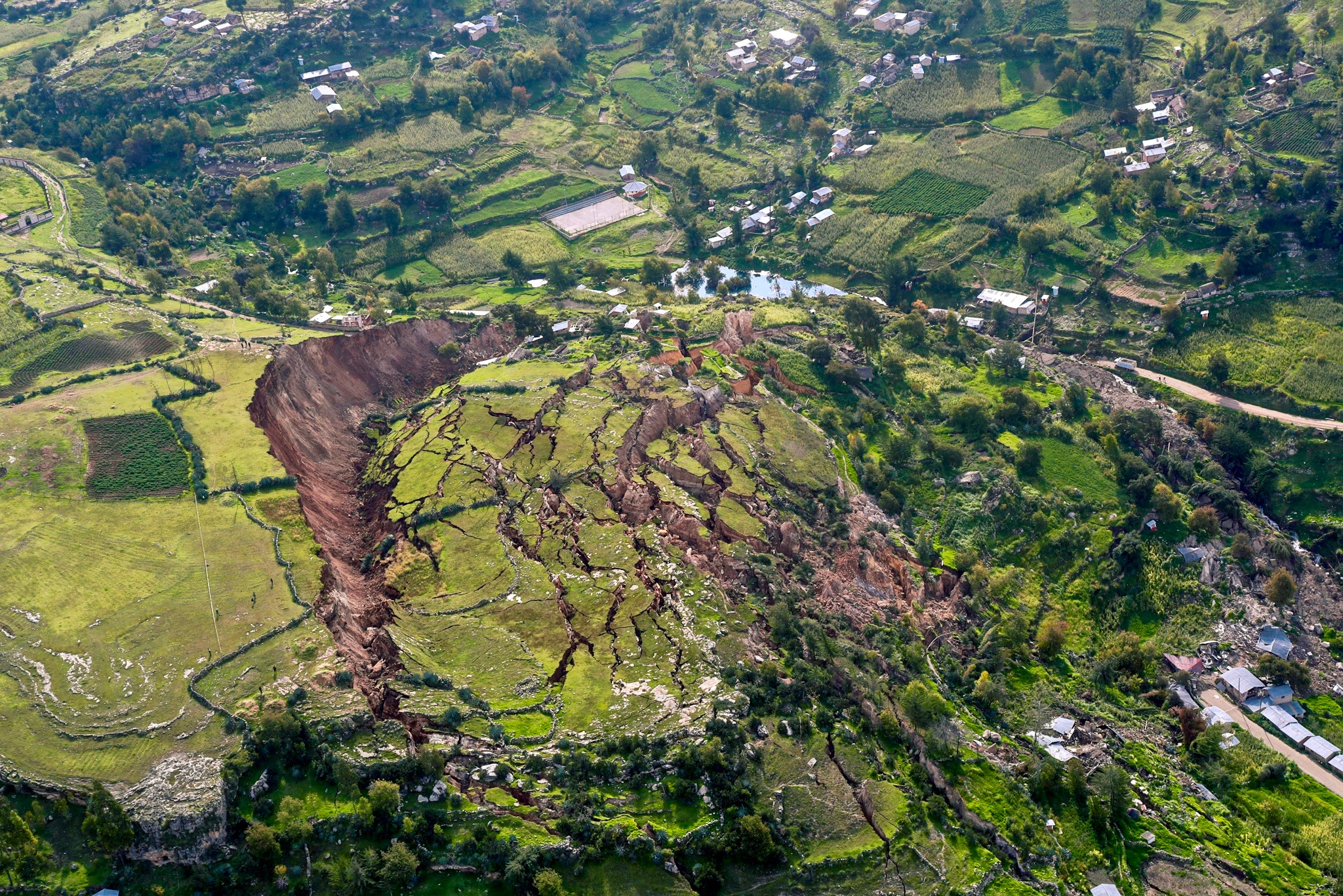 Landslides like this one in Cusco, Peru are causing more damage and becoming more frequent in part due to climate change. (credit: Courtesy of Galeria del Ministerio de Defensa del Perú via Wikimedia Commons)