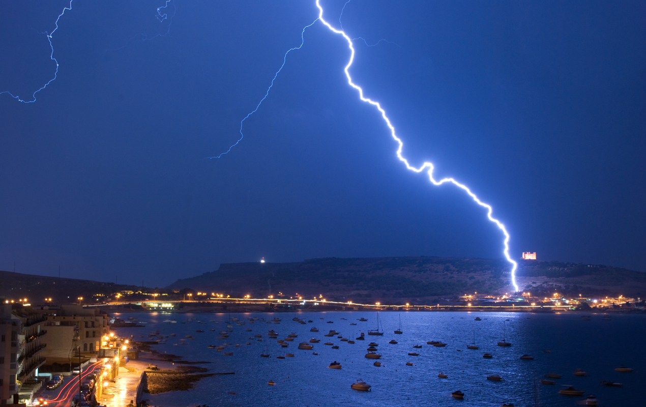 Lightning superbolts contain thousands of times more energy than regular lightning. This study shows that superbolts are usually observed over coastal water while over 90 percent of other lightning occurs over land. (credit: Courtesy of Owen Zammit via Flickr)