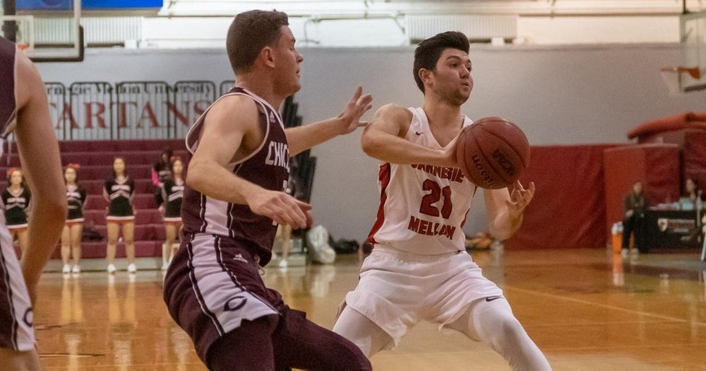 Zach Howarth (right) scored a game-leading 20 points as Carnegie Mellon University men's basketball team beat the University of Chicago at home. (credit: Photo courtesy of Carnegie Mellon Athletics)